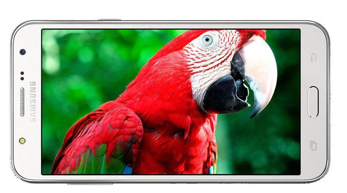 Super AMOLED zaslon z odličnimi kontrasti in zelo jasno sliko