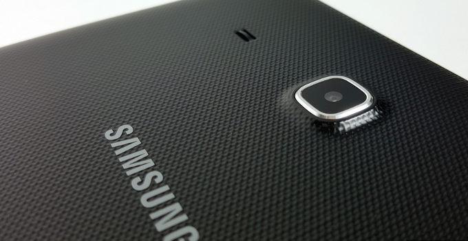 Samsung Galaxy Tab E 9.6 WiFi  ima nedrsečo hrbtno stran ogišja